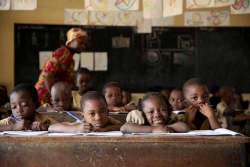 Ecole primaire africaine. Salle de classe. Adjallé. Togo, Lomé. ©Pascal Deloche, Godong