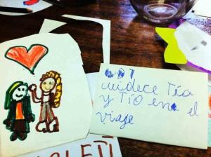 """""""Prenez soin de vous, """"oncle"""" et """"tante"""" pendant votre voyage"""" - les enfants de la Biblioteca nous portent chance!"""